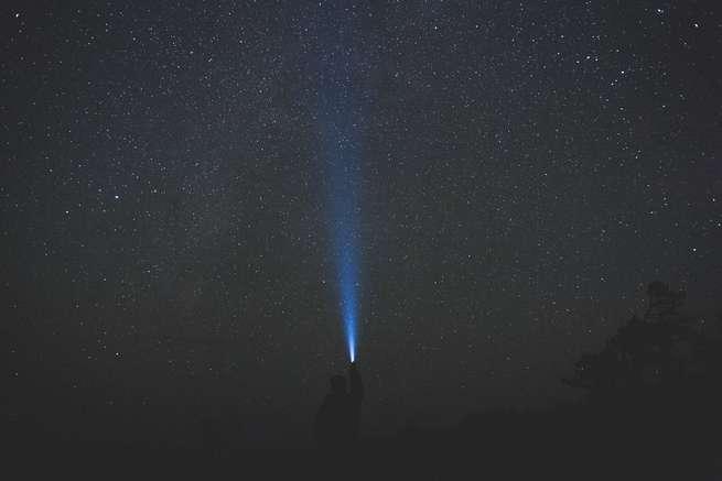 Dinspre întuneric spre Lumină